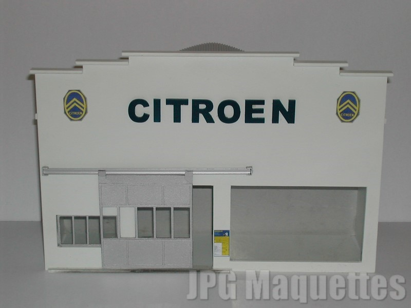 Fa ade garage avec hall d 39 exposition citroen - Garage miniature citroen ...